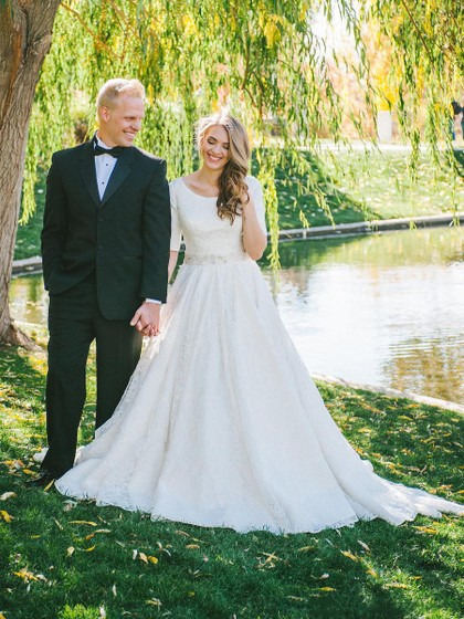 Elegant A-line Scoop Neck Lace Sweep Train Sashes / Ribbons 1/2 Sleeve Wedding Dresses in UK