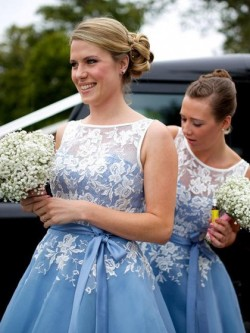 Elegant Tulle Appliques Lace Scoop Neck Tea-length Bridesmaid Dress in UK