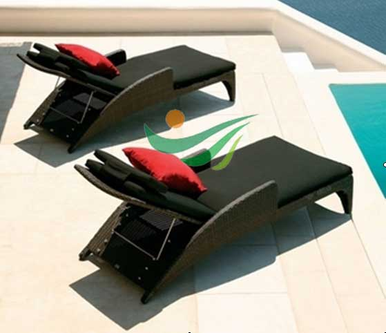 Rattan Chaise lounge