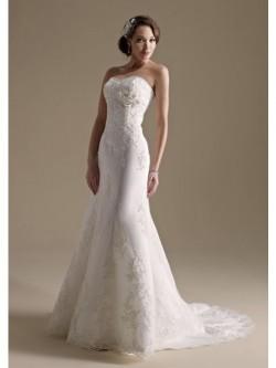 A-Line/Princess Strapless Chapel Train Taffeta Wedding Dress With Beading