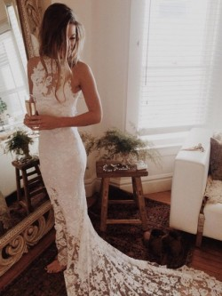 Sexy Trumpet/Mermaid Scoop Neck Lace Court Train Appliques Lace Open Back Wedding Dresses in UK
